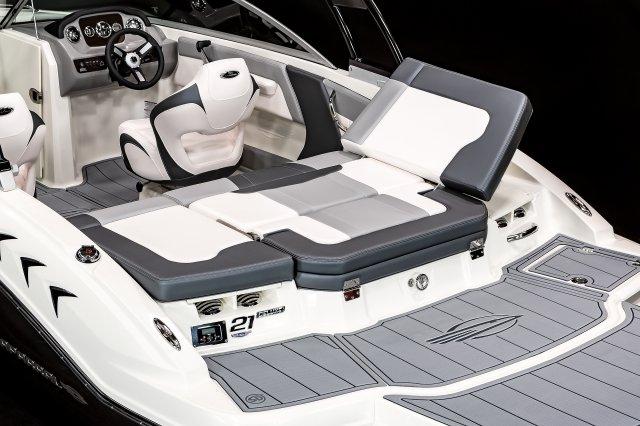 21 SSi - Aft Sun Lounge