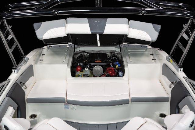 21 SSi - Engine Hatch