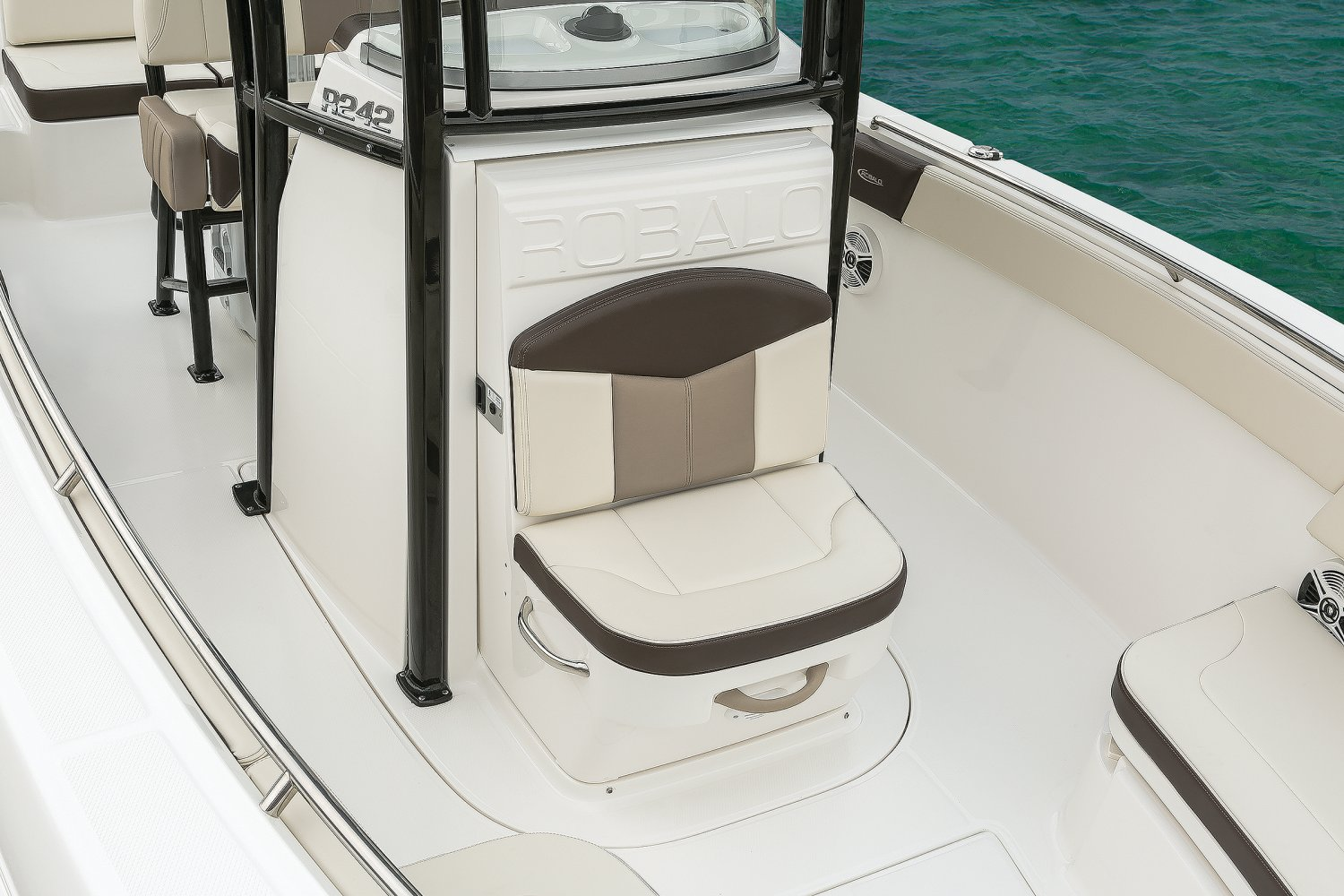 Image of a Solid Deepwater Black Hull 2019 242   Console Seat