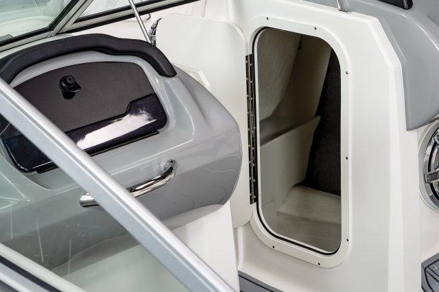 23 Surf - Helm Storage
