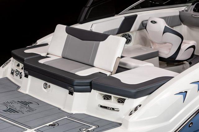 23 Surf - Transom Seat