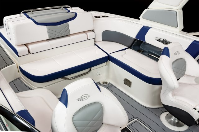 26 Surf  - Cockpit Seating