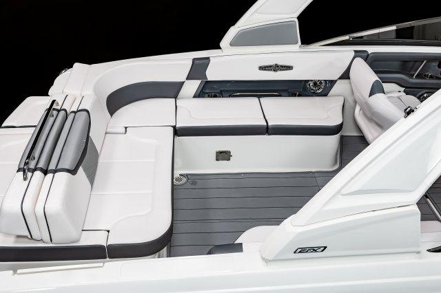 30 Surf - U-Shaped Cockpit Seating