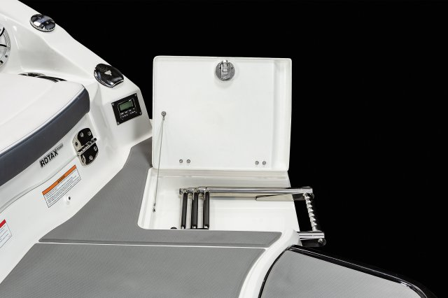 2430 Vortex VRX - Platform Ladder